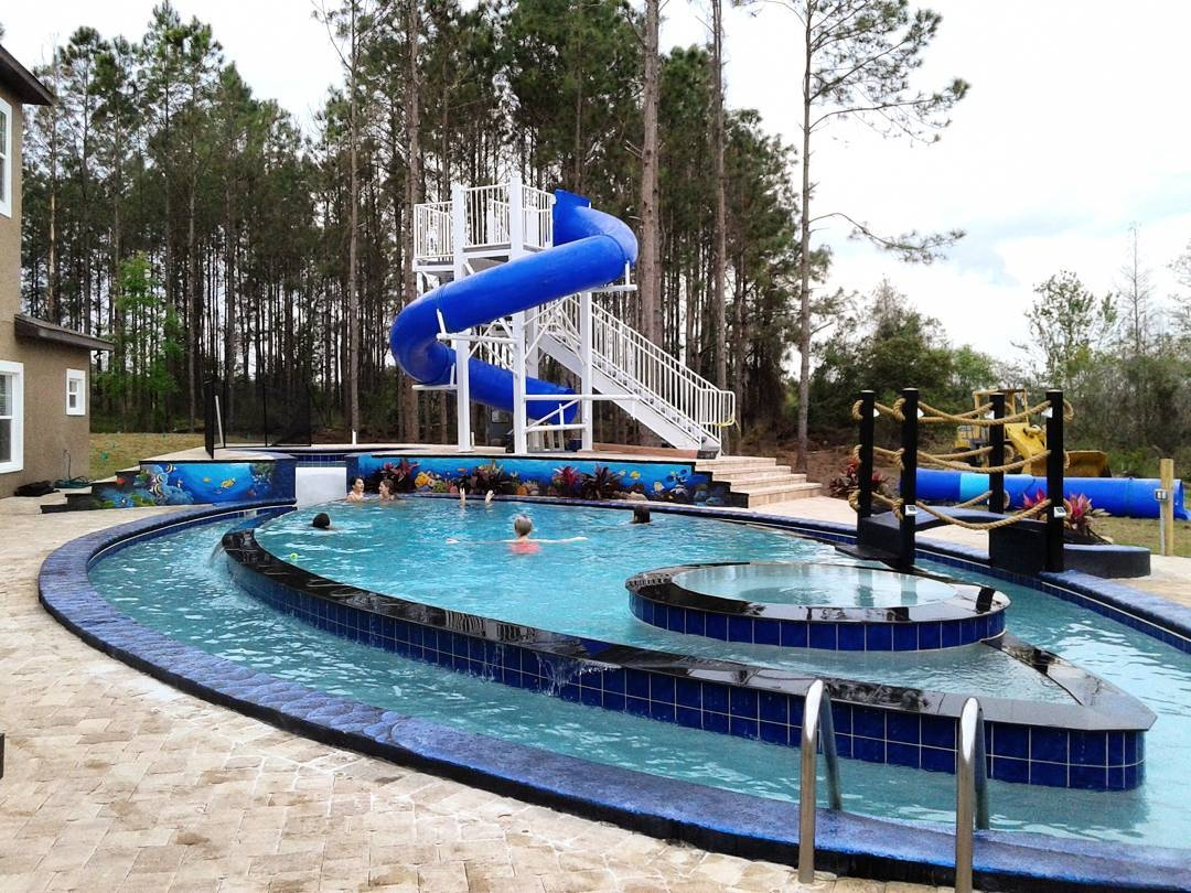 Pool with lazy river and waterslide at the great escape for Great swimming pools