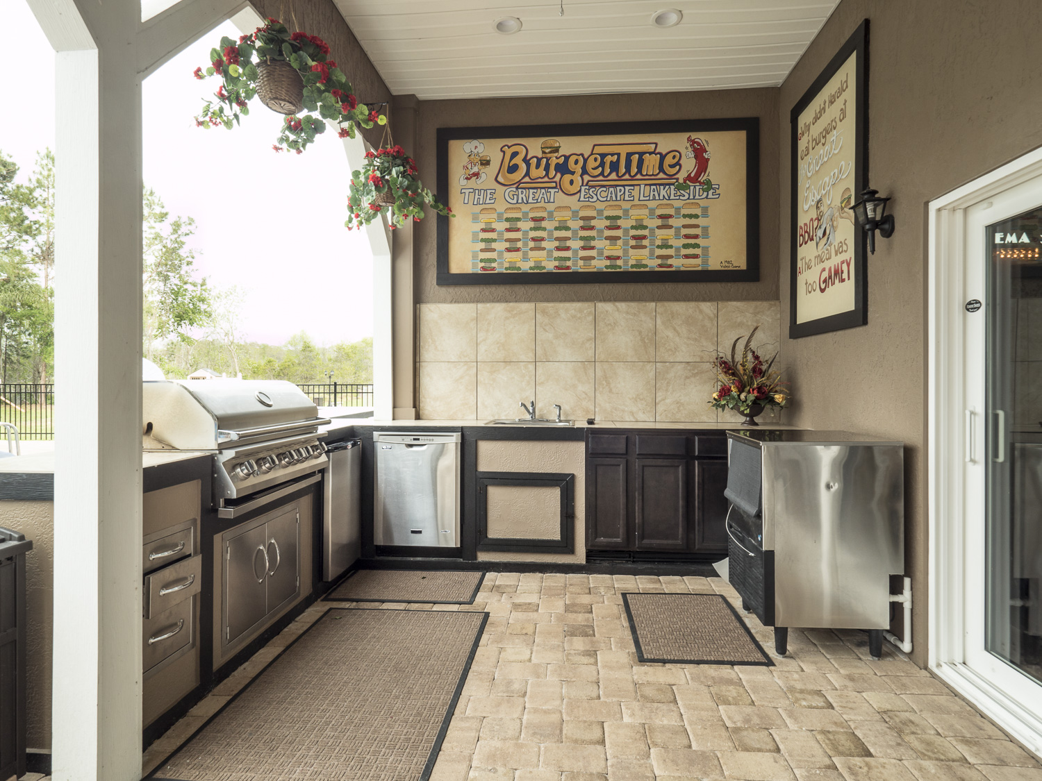 Outdor summer kitchen by the pool at the great escape for Outdoor kitchens orlando