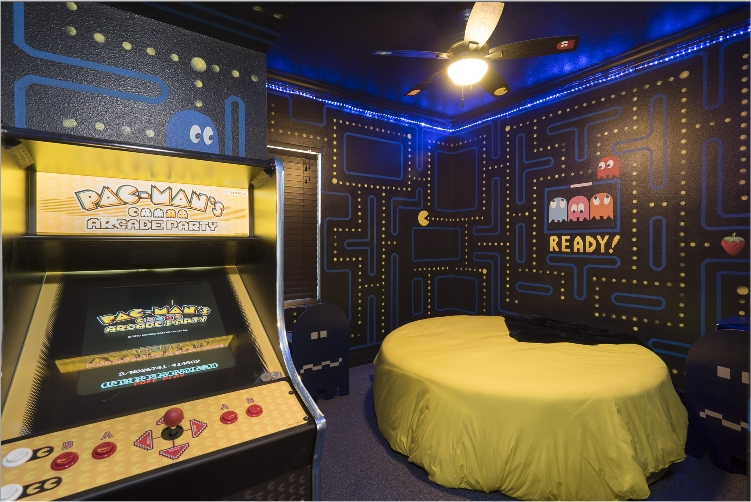 Our Jaw Dropping Pac Man Bedroom Boasts An Extremely Comfortable Round Queen Sized Bed Flat Screen TV DVD Player Ensuite 80s Video Game Themed Bathroom